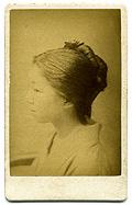 束髪の女性 (手札判写真)